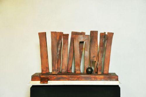 Claudio Borghi, Teatrino del tempo leggero, 2013, ferro, 50 x 15 x 33 cm